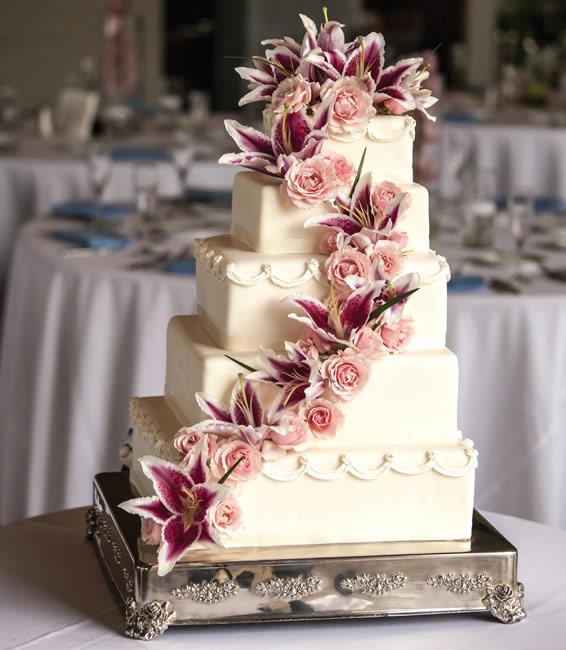 Wedding Cake at Sella Park Hotel